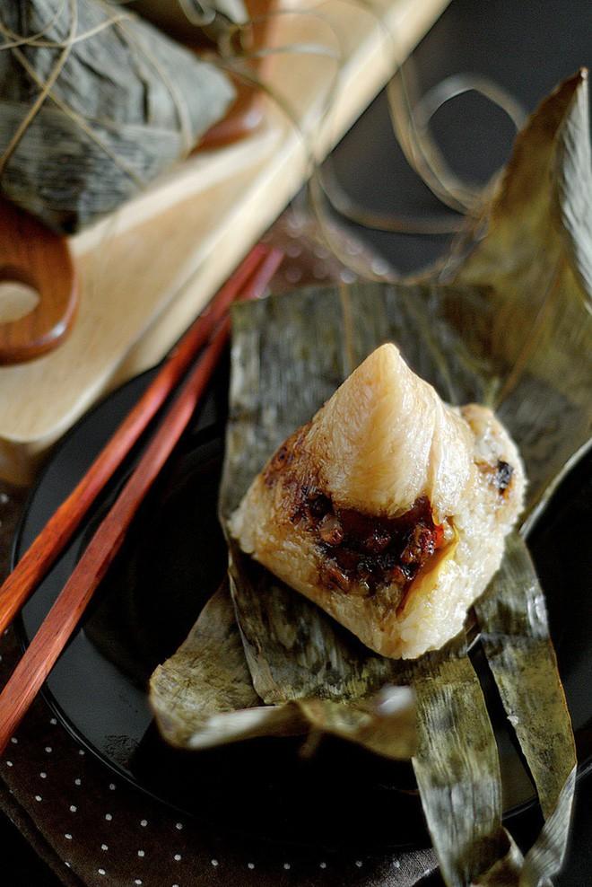 Không phải cơm rượu, bánh ú, đây là món bánh không thể nào thiếu trong mâm cỗ cúng Tết Đoan ngọ của người Trung Quốc 2