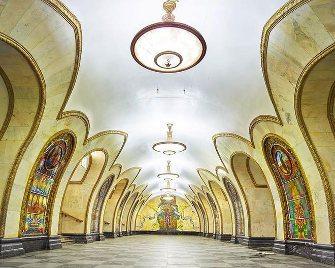 Chùm ảnh: Ngắm nhìn vẻ đẹp nguy nga như 'cung điện dưới lòng đất' của các ga tàu điện ngầm ở Nga 6