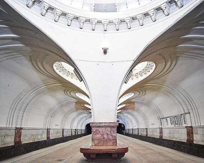 Chùm ảnh: Ngắm nhìn vẻ đẹp nguy nga như 'cung điện dưới lòng đất' của các ga tàu điện ngầm ở Nga 9