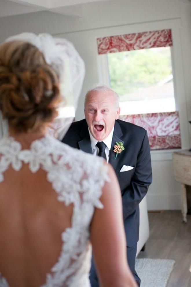 Chùm ảnh: Nhìn phản ứng của những người đàn ông này trong ngày con lên xe hoa mới thấy con gái quả thật là báu vật vô giá đối với bố 3