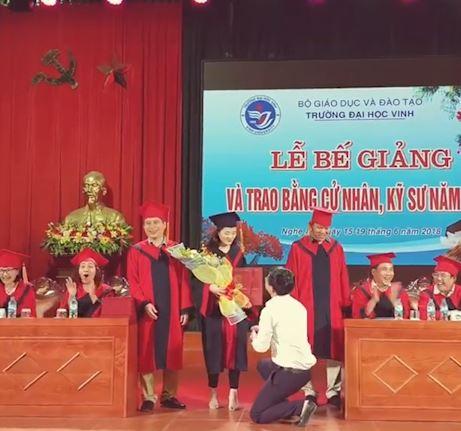 Chân dung nữ sinh Vinh được thầy giáo quỳ cầu hôn ngày tốt nghiệp 1