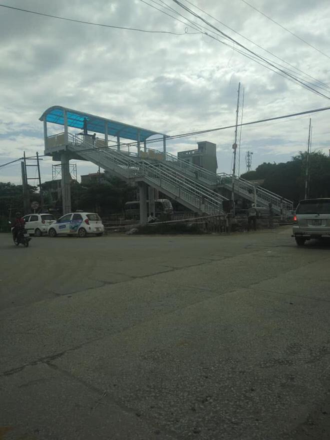 Xôn xao về cây cầu vượt cho người đi bộ qua đường sắt ở Thanh Hóa 1