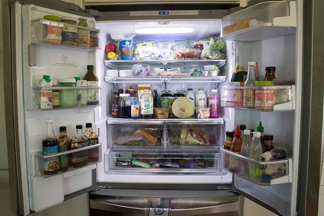 Chỉ cần nhét một tờ giấy vào khe cửa tủ lạnh, bạn có thể tiết kiệm tiền điện đáng kể cho nhà mình ngay tháng này 3