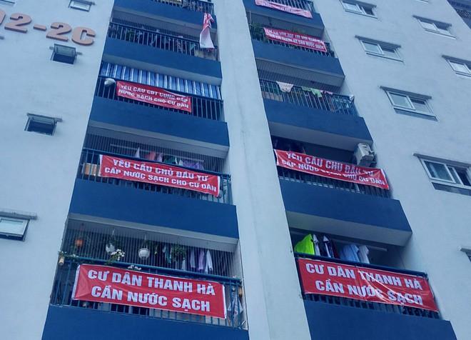 Hà Nội: 9 tòa chung cư tại khu đô thị Thanh Hà treo băng rôn đỏ rực vì hàng nghìn gia đình khốn đốn do nước bẩn 7