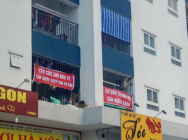 Hà Nội: 9 tòa chung cư tại khu đô thị Thanh Hà treo băng rôn đỏ rực vì hàng nghìn gia đình khốn đốn do nước bẩn 9