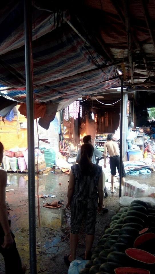 Cận cảnh hơn 1000 mét vuông chợ Sóc Sơn bị thiêu rụi 4