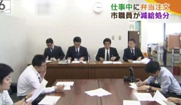 Lãnh đạo công ty Nhật cúi người xin lỗi vì nhân viên 64 tuổi bỏ việc 3 phút đi ăn trưa gây tranh cãi 1
