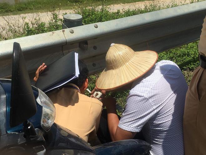 Bắt một số đối tượng chống đối trong vụ gia đình mang quan tài thiếu nữ tử vong ra quốc lộ 1