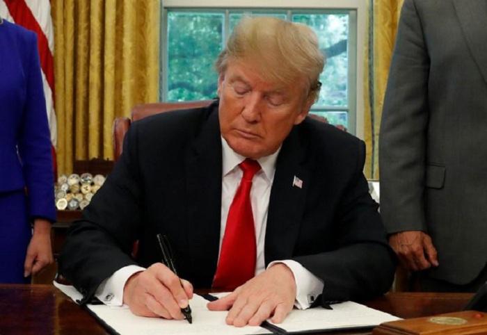 Trump ký sắc lệnh ngừng chia cắt gia đình nhập cư  1