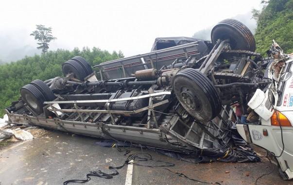 Lật xe tải ở Lào khiến 7 lao động Nghệ An thương vong 1