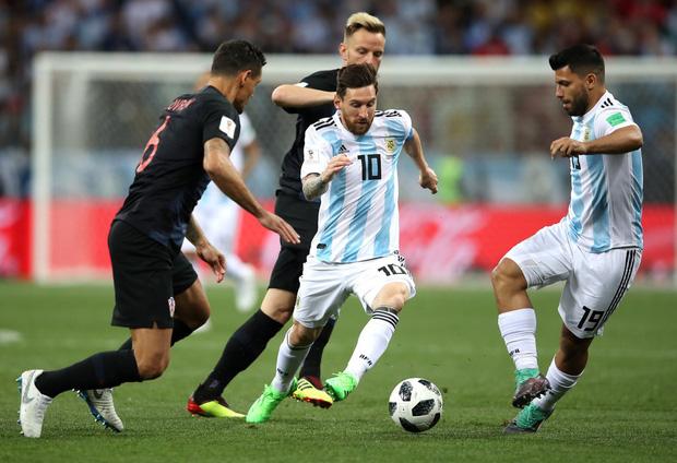 Có một Messi bất lực, đáng thương trong ngày thảm bại của Argentina 9