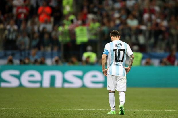 Có một Messi bất lực, đáng thương trong ngày thảm bại của Argentina 18