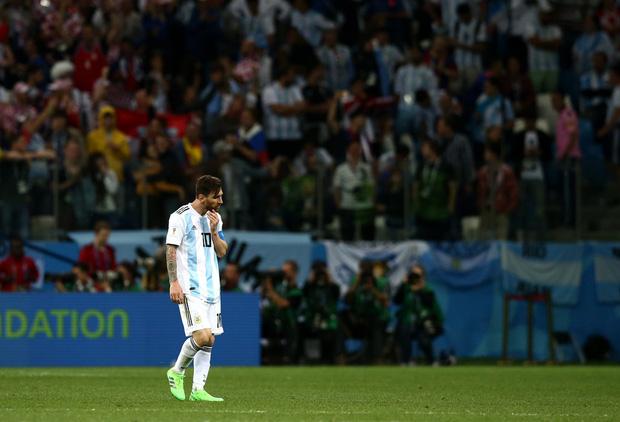 Có một Messi bất lực, đáng thương trong ngày thảm bại của Argentina 13