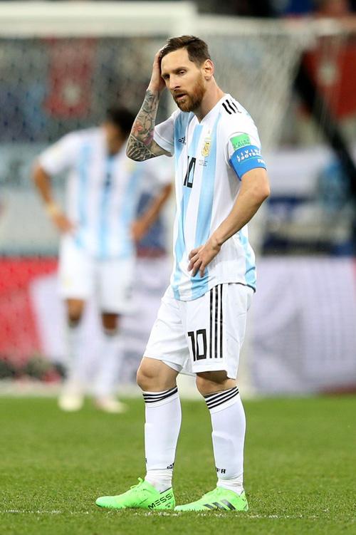Có một Messi bất lực, đáng thương trong ngày thảm bại của Argentina 14