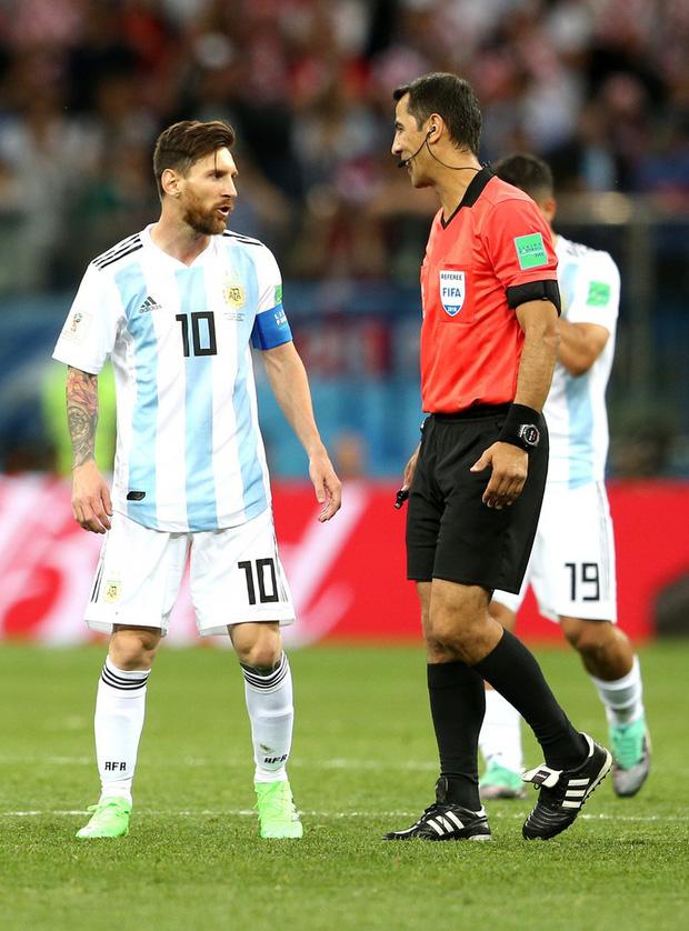 Có một Messi bất lực, đáng thương trong ngày thảm bại của Argentina 12