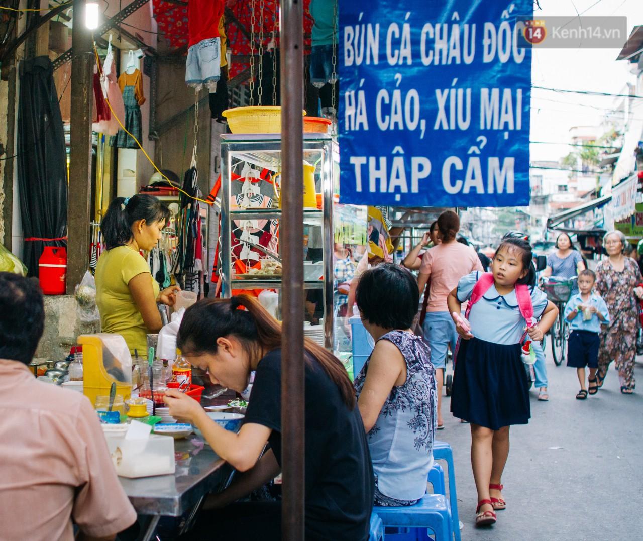 Chùm ảnh: Ở Sài Gòn, có một khu chợ mang tên Campuchia nằm trong hẻm nhỏ nhưng 'hội tụ' đủ hàng ăn thức uống các vùng miền 10