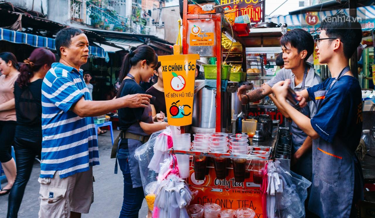 Chùm ảnh: Ở Sài Gòn, có một khu chợ mang tên Campuchia nằm trong hẻm nhỏ nhưng 'hội tụ' đủ hàng ăn thức uống các vùng miền 19