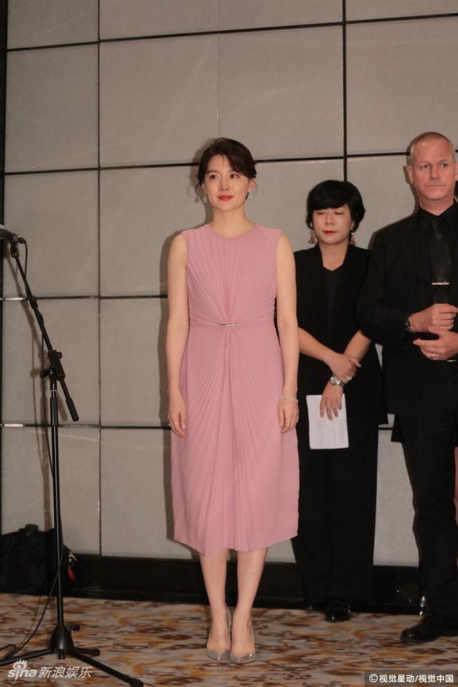 Ở tuổi 47, Lee Young Ae vẫn là đại mỹ nhân khiến loạt đàn em như Kim Tae Hee, Song Hye Kyo phải e dè - Ảnh 2.