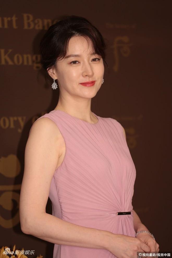 Ở tuổi 47, Lee Young Ae vẫn là đại mỹ nhân khiến loạt đàn em như Kim Tae Hee, Song Hye Kyo phải e dè - Ảnh 5.