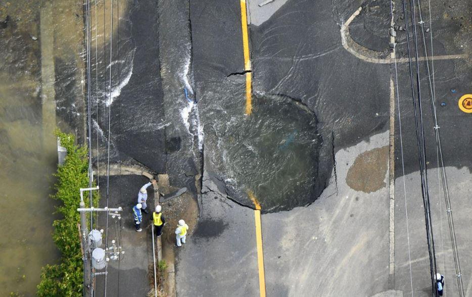 Nhật Bản: Đường vừa sụt lún hôm trước, hôm sau đã được khôi phục như thường 1