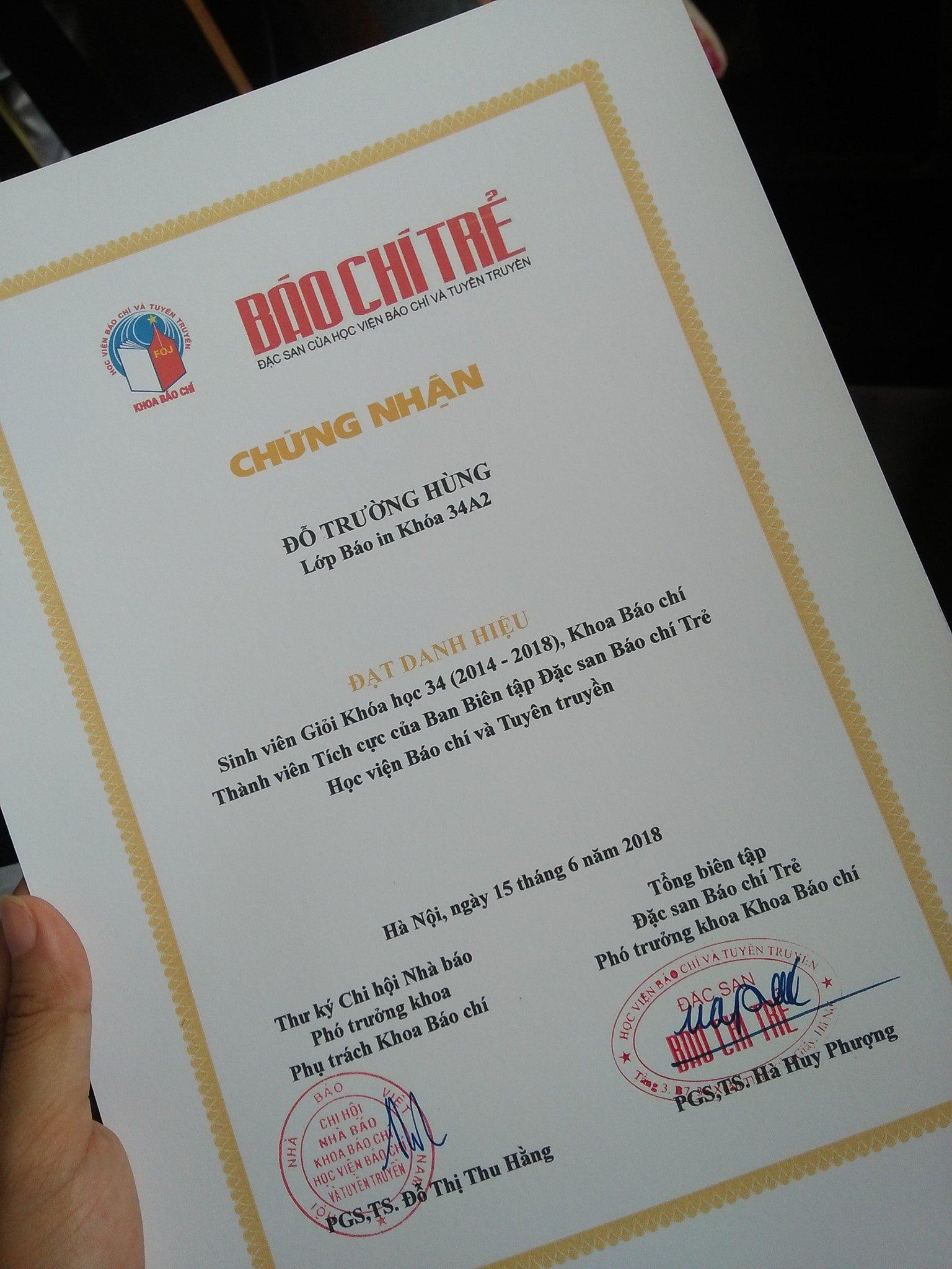 3 thế hệ xuất hiện trong lễ tốt nghiệp của chàng trai từng đạp xe 1000km báo tin cho bố đã mất mình đỗ đại học 7
