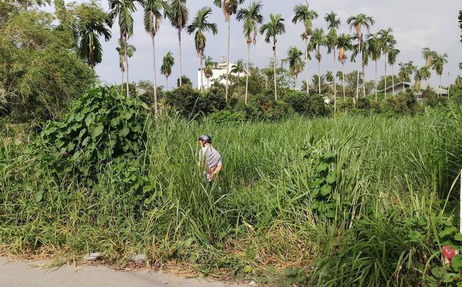 Hốt hoảng phát hiện thi thể người đàn ông nhiều hình xăm trong bãi cỏ 1