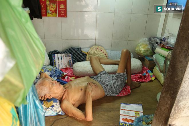 Cụ già bán chuối chiên nuôi chồng bại liệt ở Sài Gòn: 'Có ít tiền thì sống theo cách của người ít tiền' 3