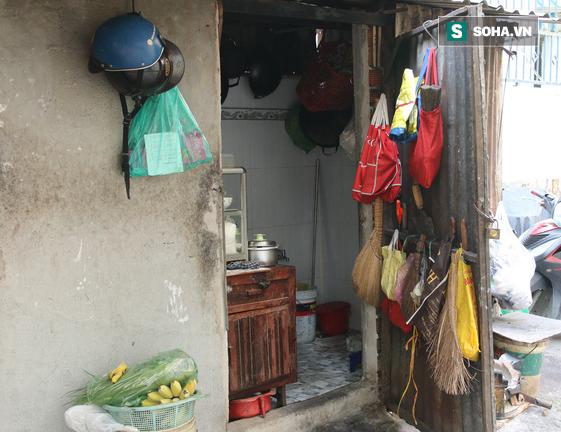 Cụ già bán chuối chiên nuôi chồng bại liệt ở Sài Gòn: 'Có ít tiền thì sống theo cách của người ít tiền' 5
