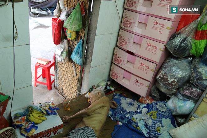 Cụ già bán chuối chiên nuôi chồng bại liệt ở Sài Gòn: 'Có ít tiền thì sống theo cách của người ít tiền' 4