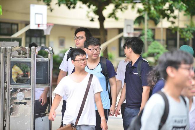 Thí sinh của gần 40.000 phòng thi bước vào làm bài môn Ngữ văn THPT Quốc gia 2018 7