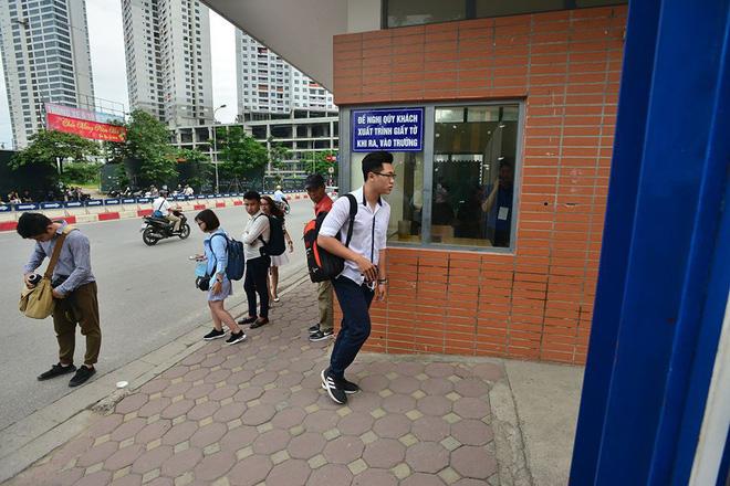 Thí sinh của gần 40.000 phòng thi bước vào làm bài môn Ngữ văn THPT Quốc gia 2018 10