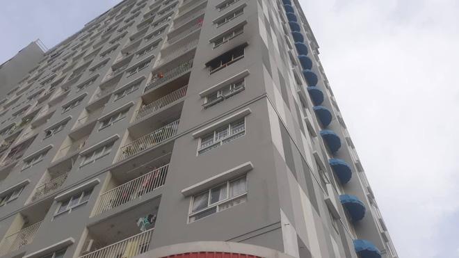 Khám nghiệm vụ cháy chung cư I-Home ở Sài Gòn: Phát hiện đèn cầy và gói bột nghi là ma túy 1