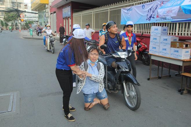 Nữ sinh bị teo chân ở Sài Gòn hi vọng 8 điểm môn Văn, thí sinh CSCĐ được chép bài hộ 4