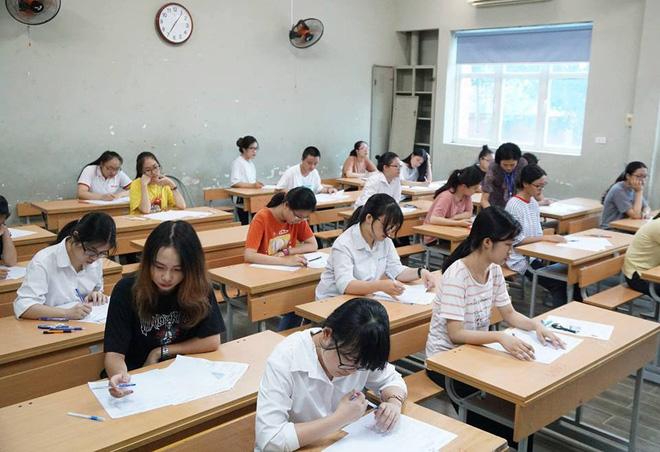 Thí sinh của gần 40.000 phòng thi bước vào làm bài môn Ngữ văn THPT Quốc gia 2018 1