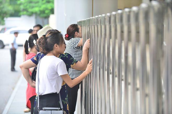 Thí sinh của gần 40.000 phòng thi bước vào làm bài môn Ngữ văn THPT Quốc gia 2018 12