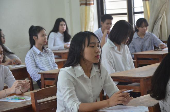 Nữ sinh bị teo chân ở Sài Gòn hi vọng 8 điểm môn Văn, thí sinh CSCĐ được chép bài hộ 13