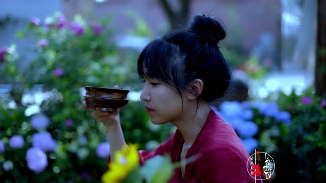 Cuộc sống đẹp như trong mơ với khu vườn không khác gì cổ tích của cô gái trẻ vừa xinh đẹp lại vô cùng đa tài 8