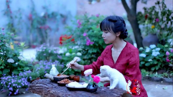 Cuộc sống đẹp như trong mơ với khu vườn không khác gì cổ tích của cô gái trẻ vừa xinh đẹp lại vô cùng đa tài 13