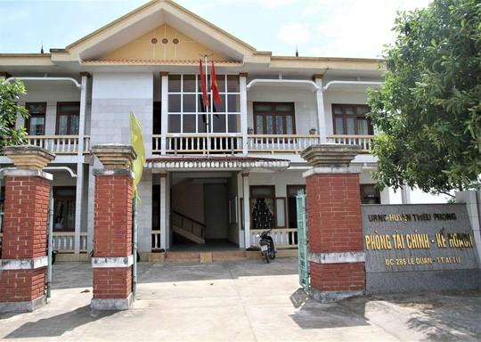 Nữ nhân viên phòng Tài chính huyện tố bị đồng nghiệp cưỡng bức tại phòng làm việc 2