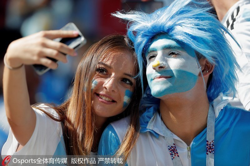 MXH tràn ngập hình ảnh của những nữ cổ động viên xinh đẹp trên khắp khán đài World Cup 12
