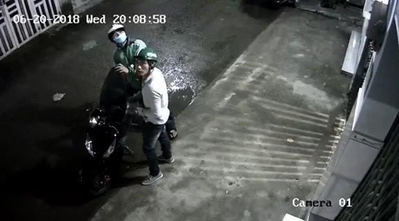 Đi trộm xe trả tiền thua độ bóng đá thì bị bắt, nam thanh niên hỏi trong tù có được xem World Cup không? 1