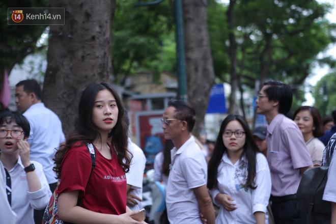Thi cử căng thẳng là thế mà các nữ sinh Việt vẫn xinh xắn và rạng ngời trong nắng hè! - Ảnh 3.