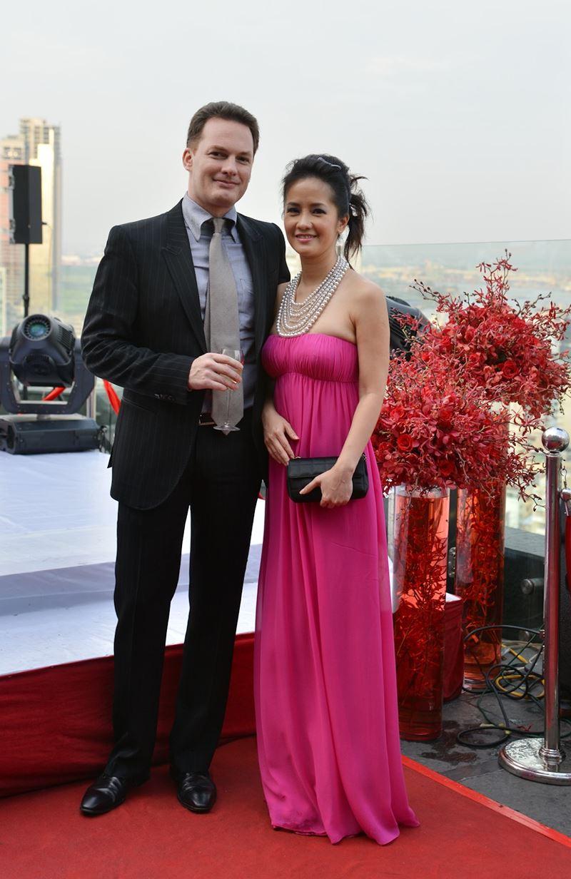Loạt ảnh ngọt ngào của Hồng Nhung bên chồng tây trước khi chia tay 1