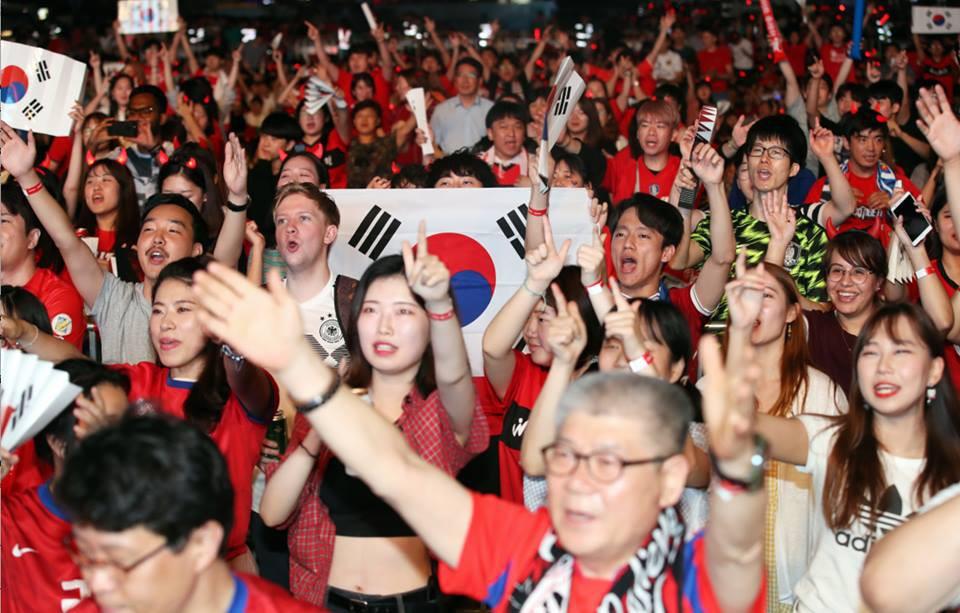 Cư dân mạng Hàn Quốc bày tỏ niềm vui khi đội nhà đánh bại đương kim vô địch World Cup 6