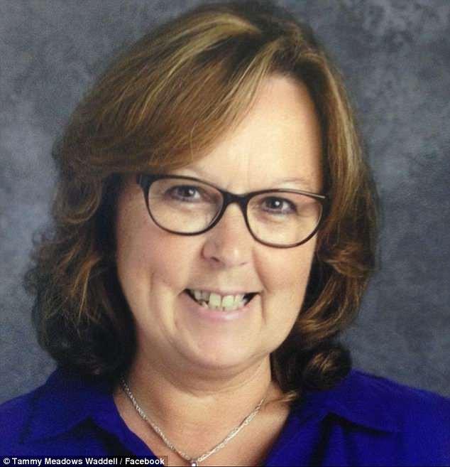 Ước nguyện cuối đời của cô giáo mất vì bệnh ung thư: Thay vì hoa hãy mang những chiếc ba lô đến tang lễ 1