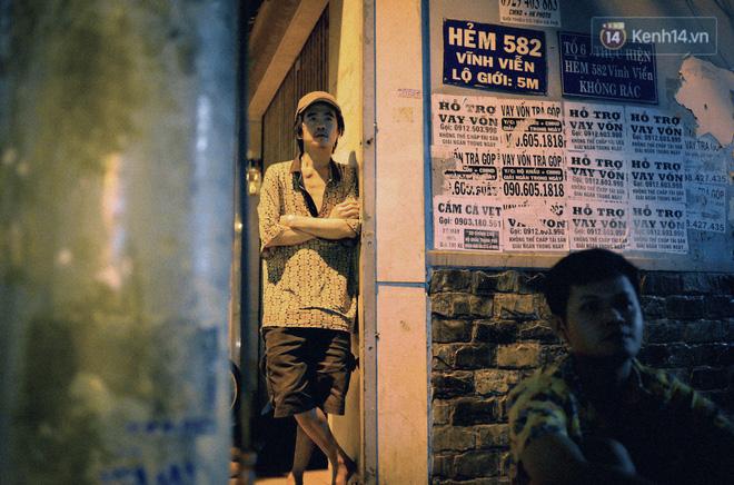 World Cup ở Sài Gòn dễ thương như cách chú Ba đem ti vi ra vỉa hè cho người lao động cùng xem 3