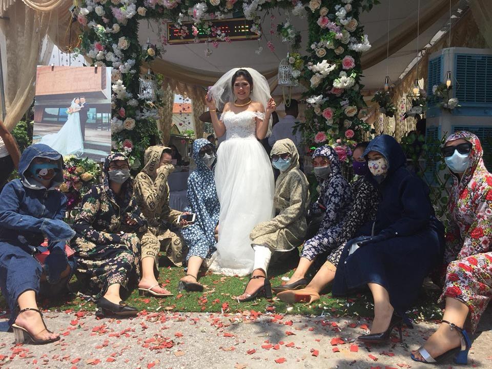 Hội chị em ninja mặc ''full giáp'' kéo nhau đi ăn cưới khiến cư dân mạng chỉ nhìn cũng vã mồ hôi 1