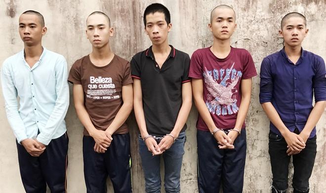 Giật túi xách của du khách nước ngoài, hai tên cướp ngã gãy chân 2