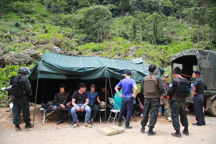 Cảnh sát tiếp tục bao vây tìm bắt 2 đối tượng cố thủ trong sào huyệt ma túy ở Sơn La 1