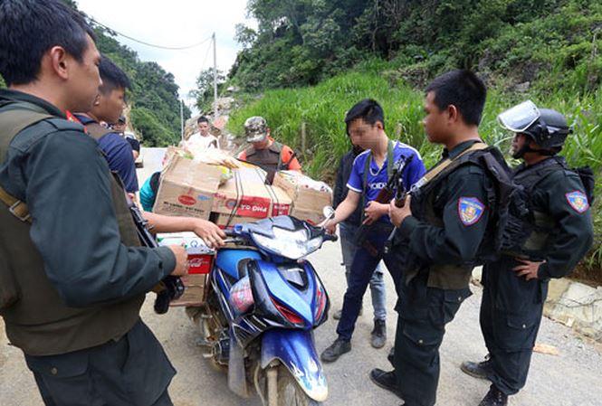 Cảnh sát tiếp tục bao vây tìm bắt 2 đối tượng cố thủ trong sào huyệt ma túy ở Sơn La 3